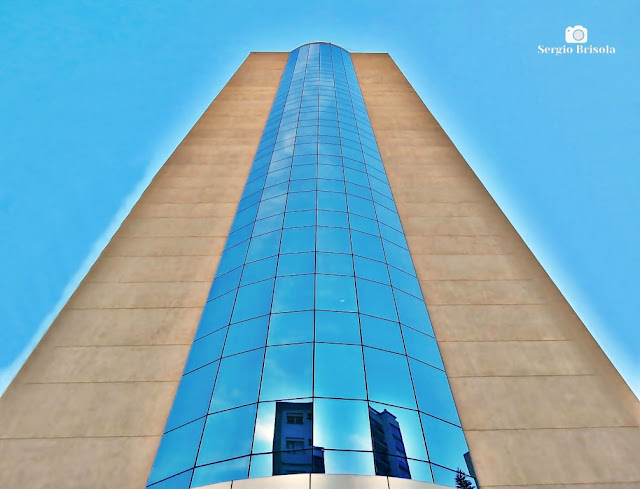 Perspectiva inferior da fachada do Edifício Empresarial Shammas - Santa Cecilia - São Paulo