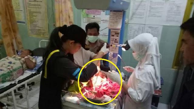 Astaghfirullah! Malang Benar Nasibmu Nak, Bayi Baru Lahir Ini Dibuang Orang Tuanya di Gerobak Sate, Sungguh Miris!