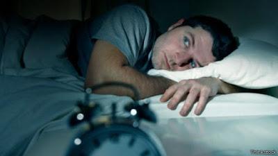 كيف أنام بسرعة ؟ – وتعديل ساعات النوم والتغلب علي السهر وتجنب الأرق