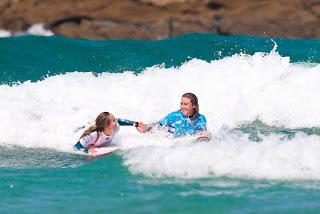 16 Justine Dupont FRA and Nikki Van Dijk AUS Pantin Classic Galicia Pro foto WSL Laurent Masurel