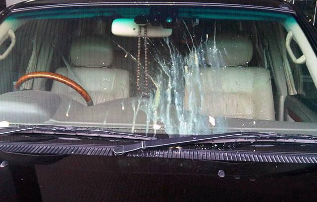 Waspadai Perampokan Model baru, Jika Kaca Mobil kena Lemparan Telur, Jangan Nyalakan Wiper