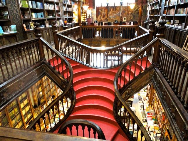 Escadarias da Livraria Lello e Irmão no Porto