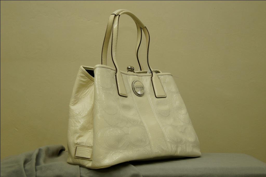 Coach Signature Stiched White Patent Leather Purse Style F15658 Price S 329 Nett Last Piece