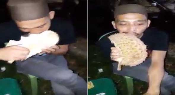 Sadis, Pria Ini Makan Kulit Durian Bak Sebuah Kerupuk