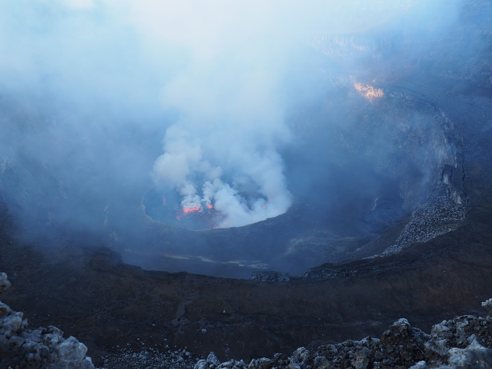 account of the eruption of a volcano in goma congo The nyiragongo volcano, situated in democratic republic of congo (15s, 293 e) near the border with rwanda and only 10 kilometers from the town of goma, is known as one of africa's most active volcanoes.
