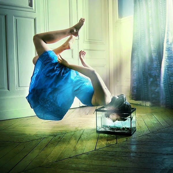 14-Julie-de-Waroquier-Expressive-Surreal-Photographs-for-Daydreaming-www-designstack-co