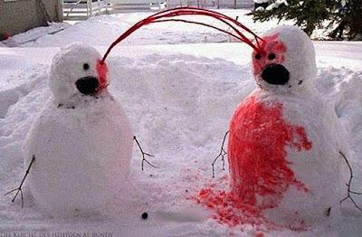 Lustiges Bild zwei Schneemänner bluten witzig