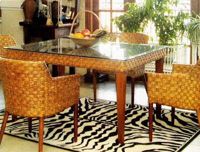 umumnya ruang makan ditempatkan pada ruang Penataan Ruang Makan dengan Sentuhan Kursi Rotan