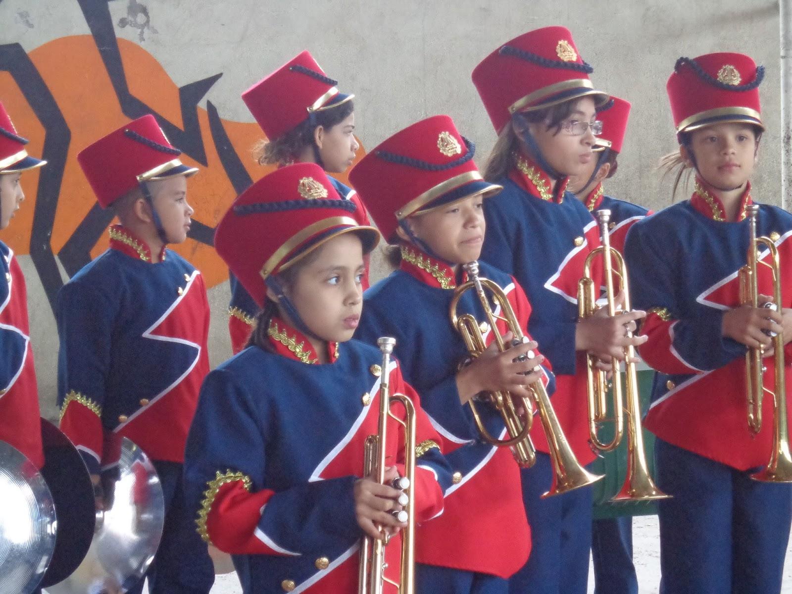 Banda Marcial toca para o Fund I - FREI CULTURA