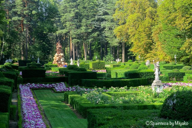 セゴビアのラ·グランハ·デ·サン·イルデフォンソ宮殿はベルサイユ宮殿風の庭園