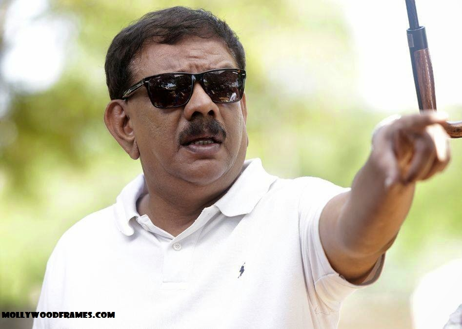 Priyadarshan turns lyrics writer with 'Aamayum Muyalum'