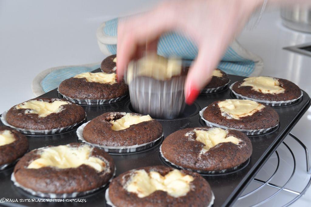 basias feinschmekka black bottom cupcakes die besten schokoladenmuffins mit k sekuchenkern. Black Bedroom Furniture Sets. Home Design Ideas
