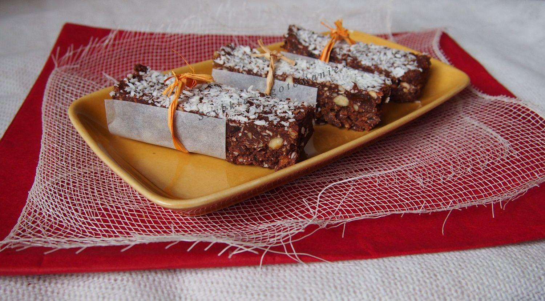 Batoniki domowe z migdałami i koksem, czekoladą