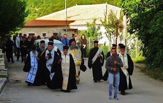 Η Πόλη αποχαιρέτησε τον αγαπημένο της ιερέα στο τελευταίο του ταξίδι