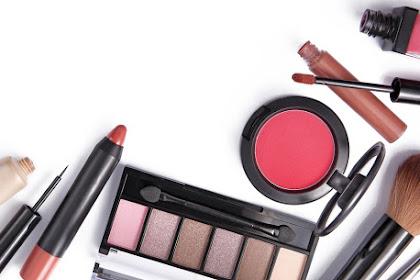3 Peralatan Make Up yang Wajib Anda Bawa Saat Traveling