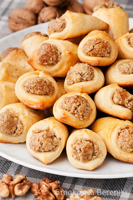 Rożki orzechowe z ciasta twarogowo-olejowego