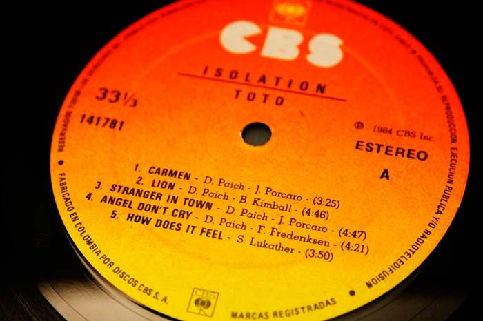 Toto - Isolation, 1984 CBS Inc. Propiedad de Julián Franco, exibido en 4Works Studio.