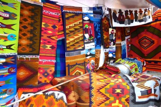Artesanías Ecuador - Plaza de los ponchos