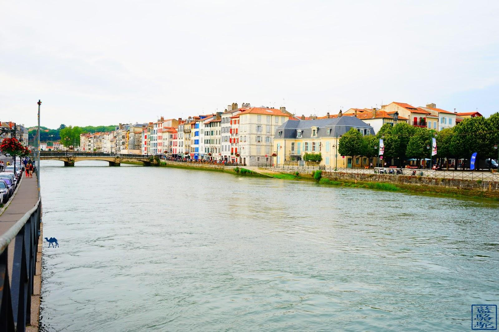 Le Chameau Bleu -La NIve à  Bayonne - Pays Basque