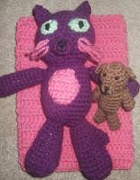 http://translate.googleusercontent.com/translate_c?depth=1&hl=es&rurl=translate.google.es&sl=en&tl=es&u=http://thecraftfrog.com/2011/06/27/bedtime-kitty/&usg=ALkJrhiaeYNX0H_KTcWQgm6PV1VTez1atg