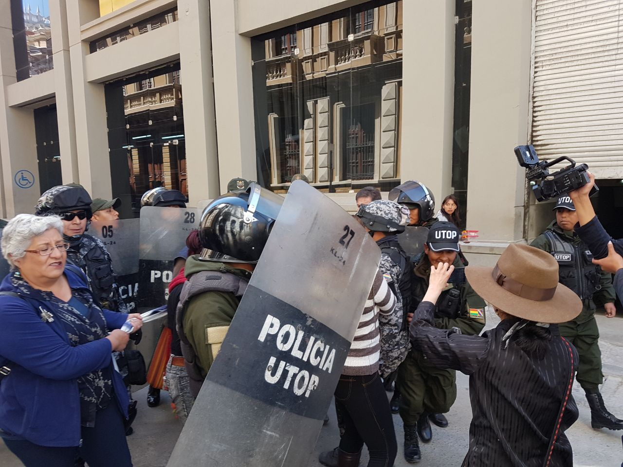 Nuevamente el centro político del país tiene una fuerte custodia policial para impedir ingreso de activistas