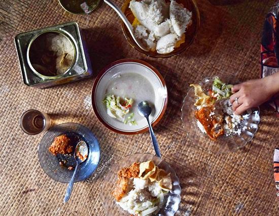 Makan siang di Tanjung Balai