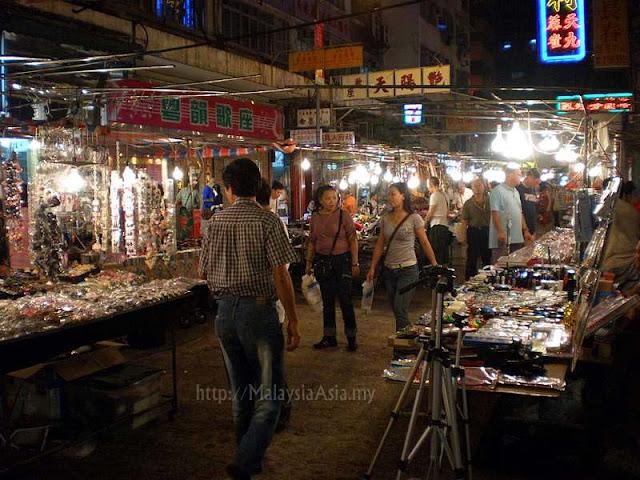 Vendors Temple Street Market