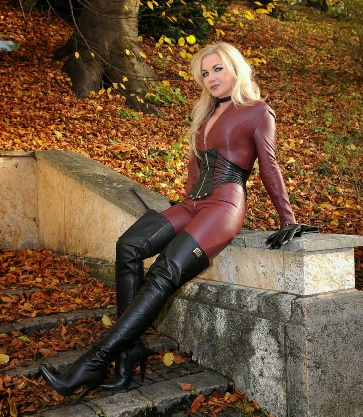 Fetish Latex & Rubber: Leather. Heike 1