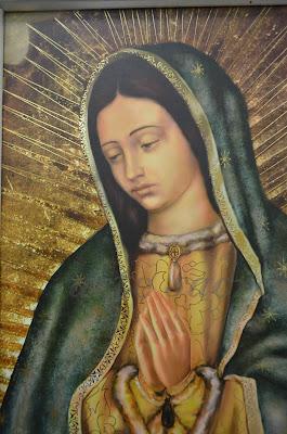 En la imagen detalle de la pintura de la Virgen de Guadalupe.
