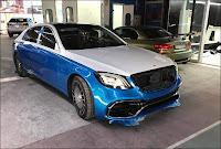 Chiếc xe Mercedes sau khi được sơn lột hai tông màu
