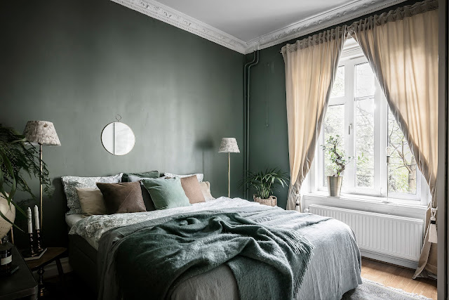 dormitor in tonuri inchise de culoare
