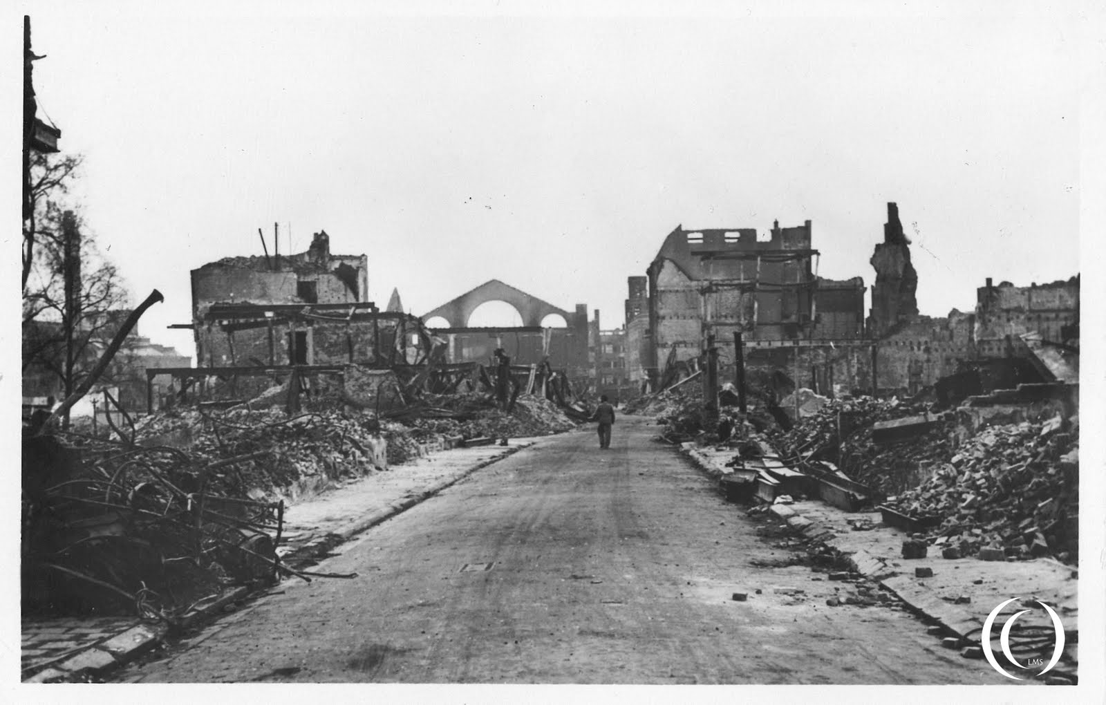 A view on the Hoogstraat in Rotterdam after the bombing