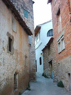 Beceite, Beseit, pueblo, casco urbano, planet, casa Micolau por la derecha