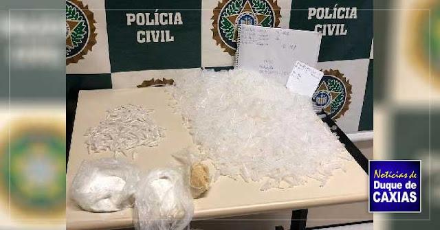 Polícia prende mulher acusada de tráfico de drogas em Duque de Caxias