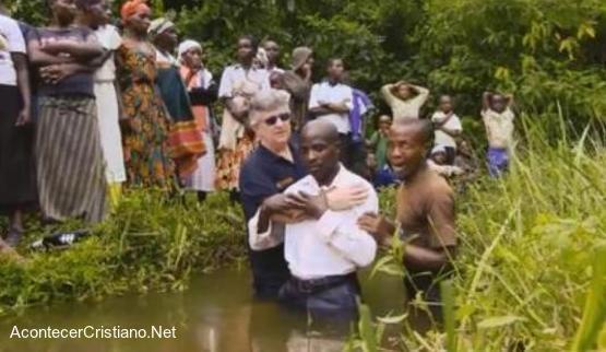 Tribu africana recibe a Cristo tras escuchar el Evangelio por primera vez
