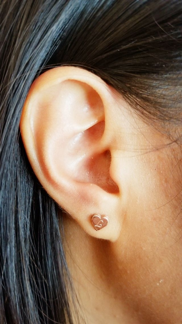 oNecklace stud earrings