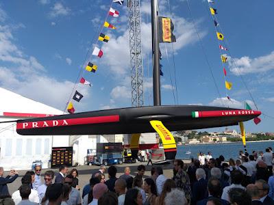 L'AC75 Luna Rossa se dévoile à Cagliari