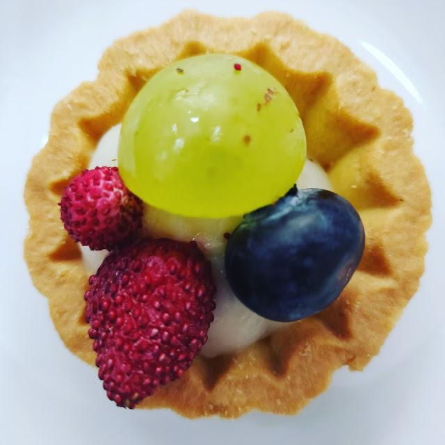 Italian fruit pastry