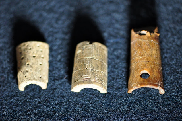 wczesnośredniowieczne okładziny - wystawa Z poroża i kości, Giecz