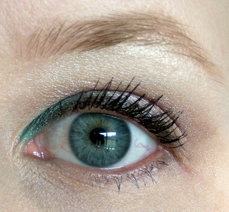 "A ""pop of color"" for hooded or small eyes: the inner corner accent"
