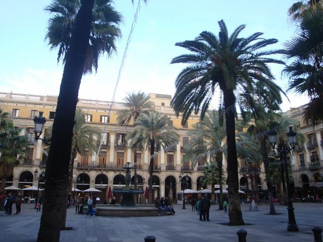 Praças para curtir Barcelona - Plaça Reial