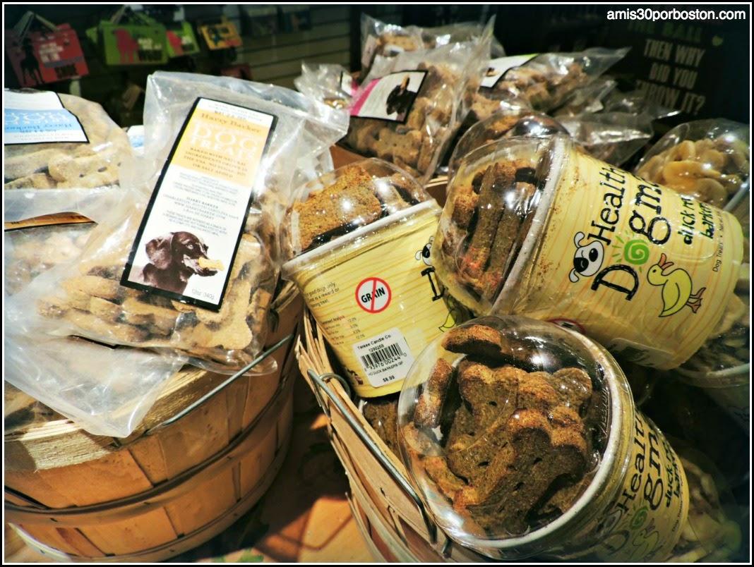 Yankee Candle Village: Comida de Perro en la General Store