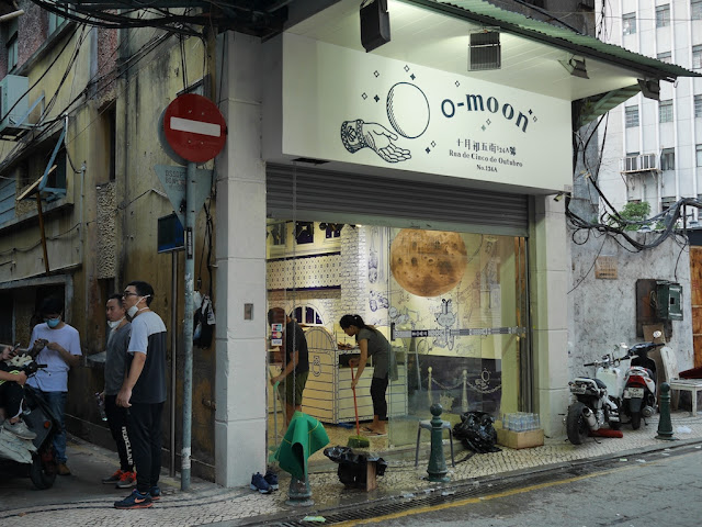 Cleaning up at the O-Moon gift shop on Rua de Cinco de Outubro
