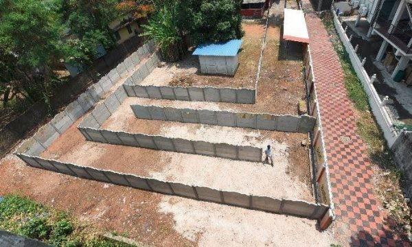 Владелец бара в Индии построил перед входом в заведение лабиринт, чтобы обойти запрет на продажу алкоголя у дороги