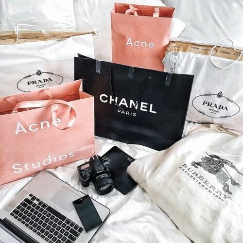 d09a238ca8 Από τα Burberry στα Chanel  Στην Ελλάδα της κρίσης τρεις εταιρείες πέτυχαν  πουλώντας μεταχειρισμένα είδη πολυτελείας
