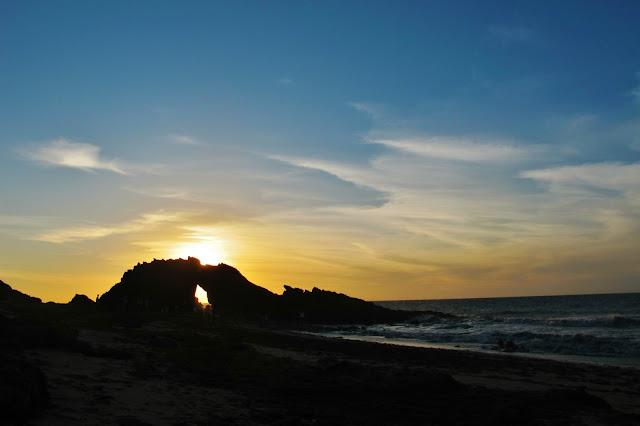 Pôr do Sol na Pedra Furada, em Jericoacoara