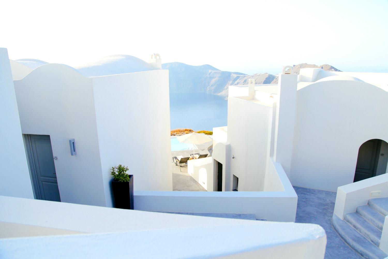 create a holiday capsule wardrobe, island, fashion, style, lyst, greece, travel