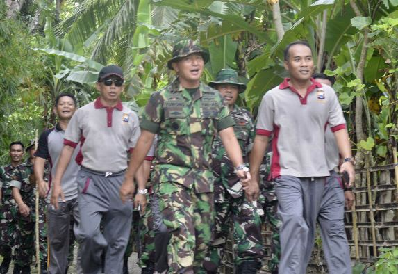 Tentara Dan Polisi, Tracking Bareng Keliling Benteng