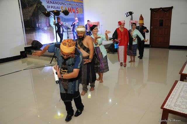 pakaian tradisional simalungun