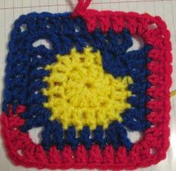 http://translate.googleusercontent.com/translate_c?depth=1&hl=es&rurl=translate.google.es&sl=en&tl=es&u=http://craftyghoul.com/2012/12/27/free-scrap-square-crochet-pattern/&usg=ALkJrhiLY-uDLNZsOYou1i_dxnrq72odgA
